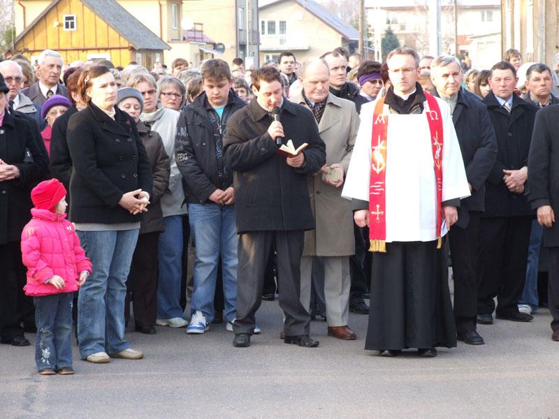 Droga krzyżowa ulicami Trzciannego i Zucielca (Stacja X - rozważania ) - Niedziela Palmowa (2011-04-17)  - Ł. A. Wejda