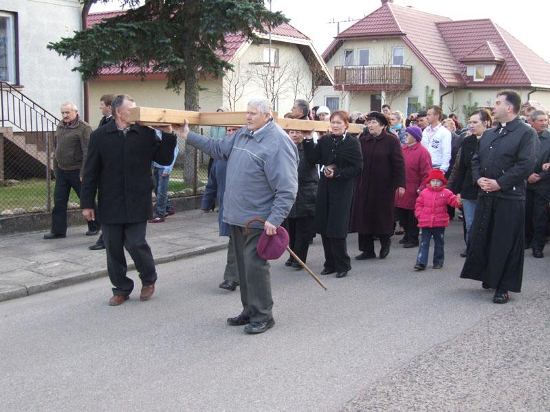 Droga krzyżowa ulicami Trzciannego i Zucielca (Stacja IV ) - Niedziela Palmowa (2011-04-17)  - Ł. A. Wejda