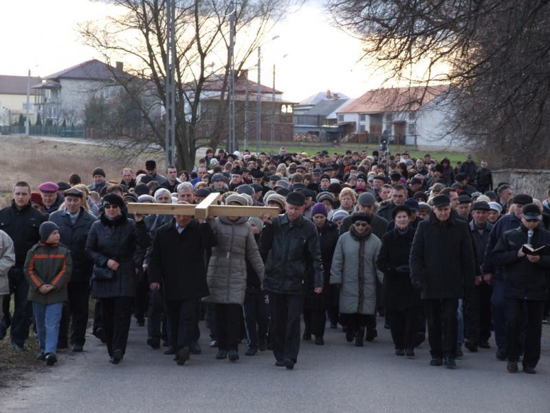 Droga krzyżowa ulicami Trzciannego i Zucielca - Niedziela Palmowa (2012-04-01) - Ł. A. Wejda