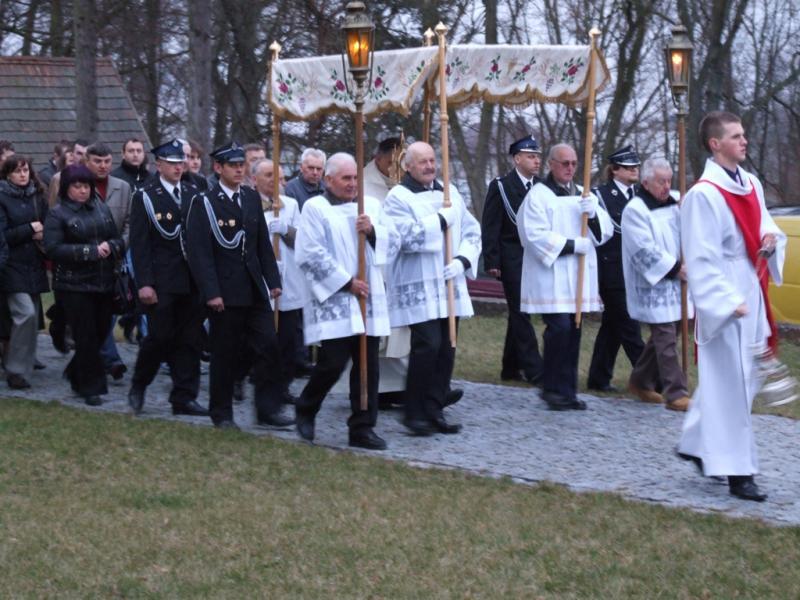 Niedziela Zmartwychstania Pańskiego - procesja rezurekcyjna (2012-04-08) - Ł. A. Wejda