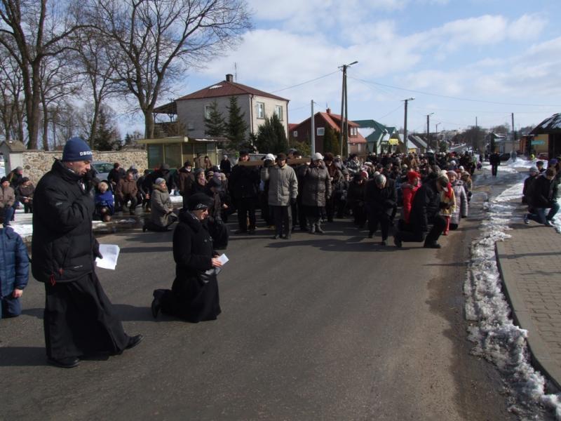 Droga krzyżowa ulicami Trzciannego i Zucielca - Palmowa Niedziela (2013-03-24) - Ł. A. Wejda
