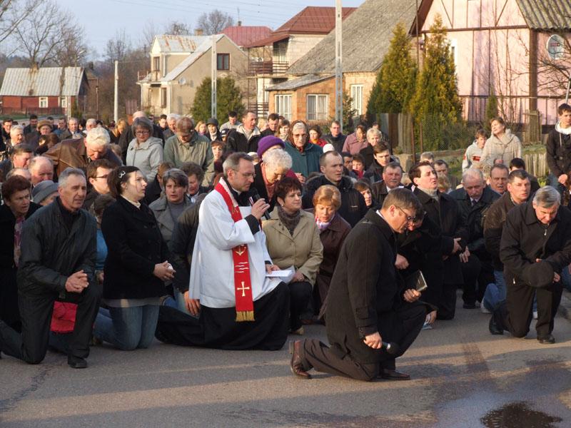 Droga krzyżowa ulicami Trzciannego i Zucielca (Stacja IX - rozważania ) - Niedziela Palmowa (2011-04-17)  - Ł. A. Wejda