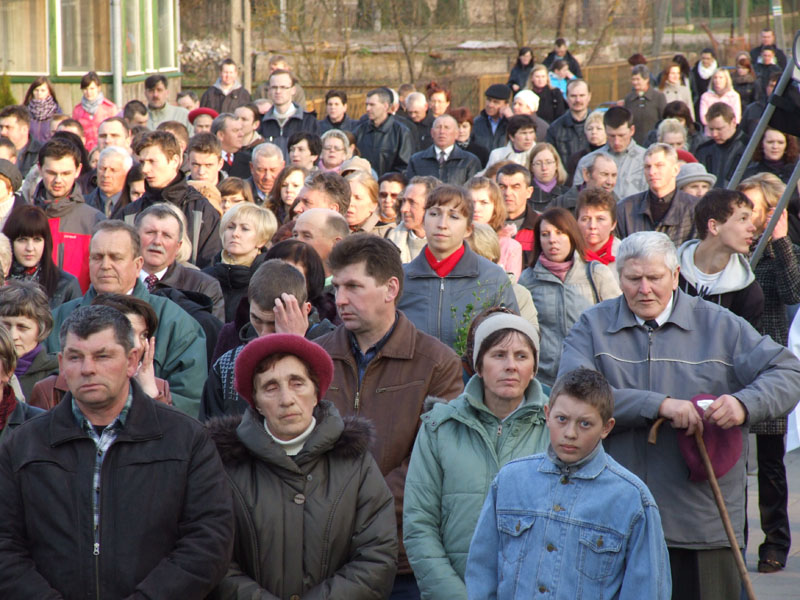 Droga krzyżowa ulicami Trzciannego i Zucielca ( Stacja XII ) - Niedziela Palmowa (2011-04-17)  - Ł. A. Wejda