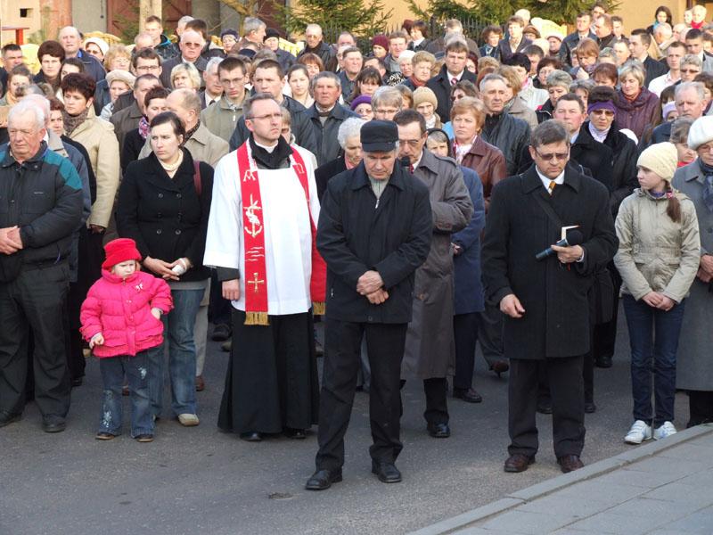 Droga krzyżowa ulicami Trzciannego i Zucielca (Stacja XII - rozważania ) - Niedziela Palmowa (2011-04-17)  - Ł. A. Wejda