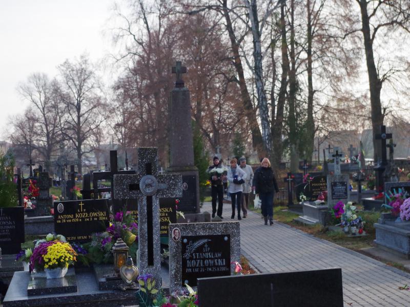 HARCERSKA AKCJA ZNICZ I ZBIÓRKA NA CMENTARZ (2013-11-01) - ks. Sebastian